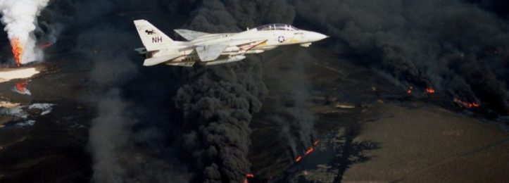 F-14A_VF-114_over_burning_Kuwaiti_oil_well_1991.JPEG-970x350