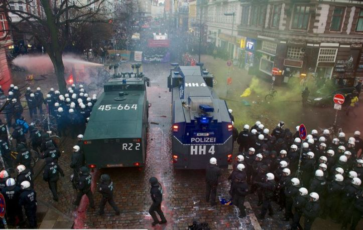 POlice-in-Hamburg-with-water-canons-shooting-crowd-DEC-2013