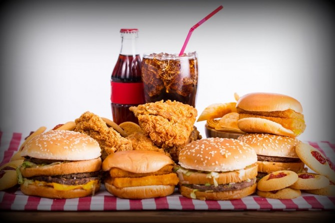 Fast-Foodies-May-Be-Exposed-To-Toxic-Potentially-Cancer-causing-Chemical-–-New-Fast-Food-Study-Reveals-670x447