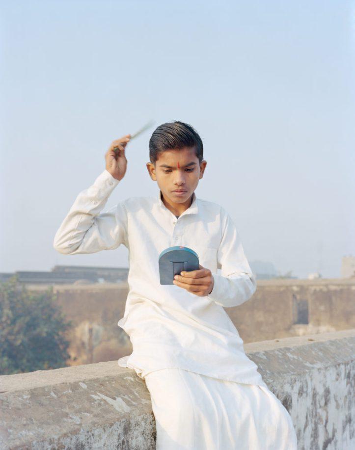 Vasantha-Rama-Combing-His-Hair-Ayodhya-Uttar-Pradesh-India-2015-from-the-series-A-Myth-of-Two-Souls-2013-©-Vasantha-Yogananthan-807x1024