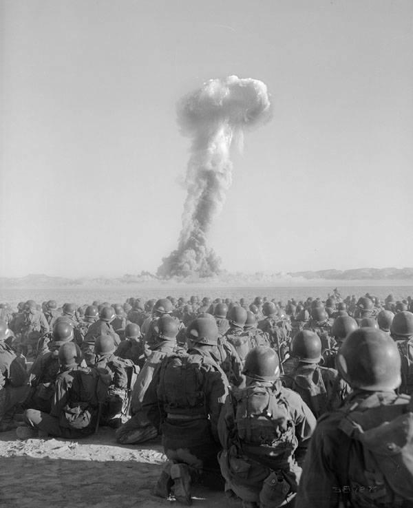 airborne-division-watching-detonation
