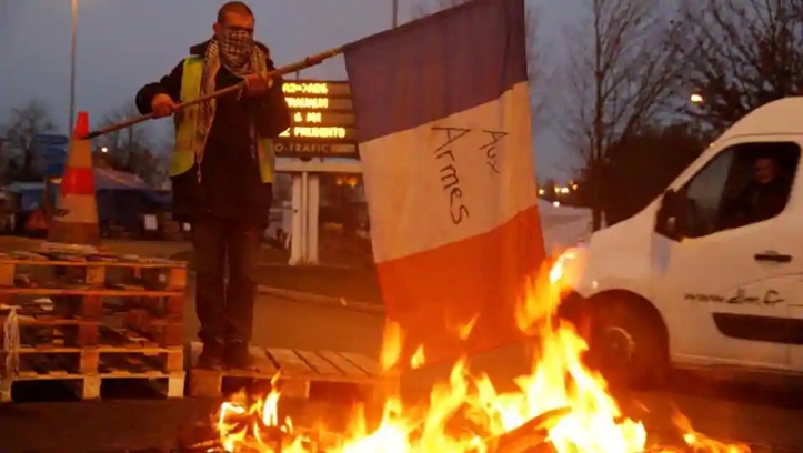 motorway-protester-fontaine-approach-brussels-protest-drivers_3a15823a-f7bc-11e8-9d17-a8cab32bfcb1