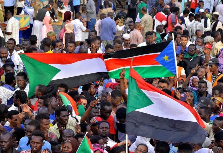 2019-04-14T214312Z_1479224363_RC18F86F5200_RTRMADP_3_SUDAN-POLITICS