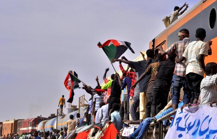2019-04-14T215135Z_1042509281_RC157875EBB0_RTRMADP_3_SUDAN-POLITICS