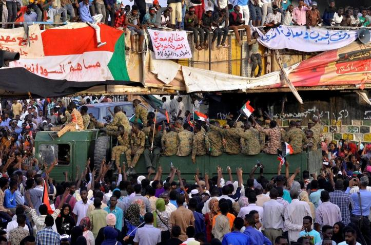 2019-04-14T215310Z_1683617288_RC188F558800_RTRMADP_3_SUDAN-POLITICS