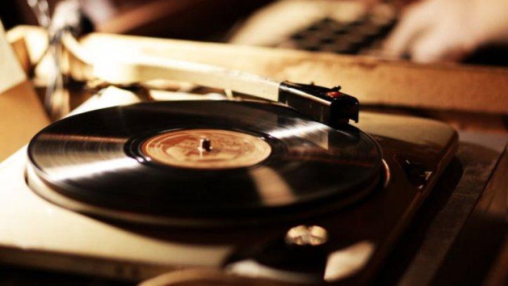 vinyl_record_player_a_l