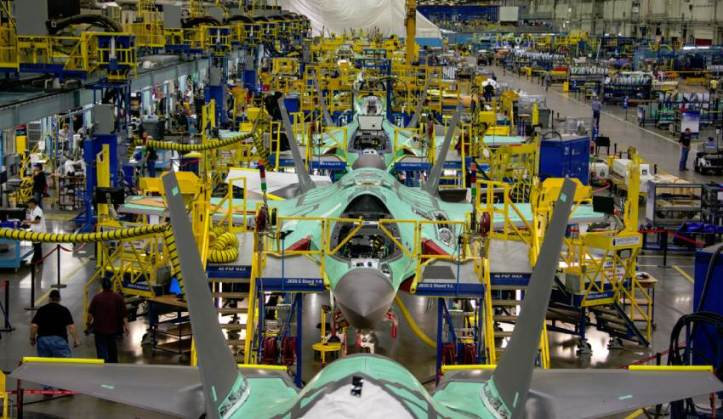 Lockheed-F-35-production-front-view