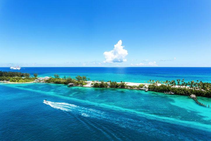 coral-reef-at-crystal-waters-at-caribbean-nassau-565944835-5b9c3cfd46e0fb00257e7fd4
